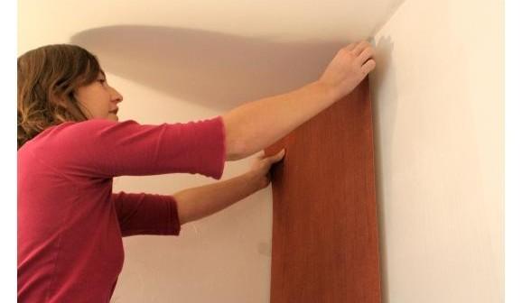 Comment poser du papier peint intiss - Comment poser du papier peint intisse avec raccord ...